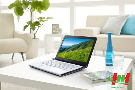 Máy tính xách tay Laptop Sony SVE15133CV (Trắng/ Đen)