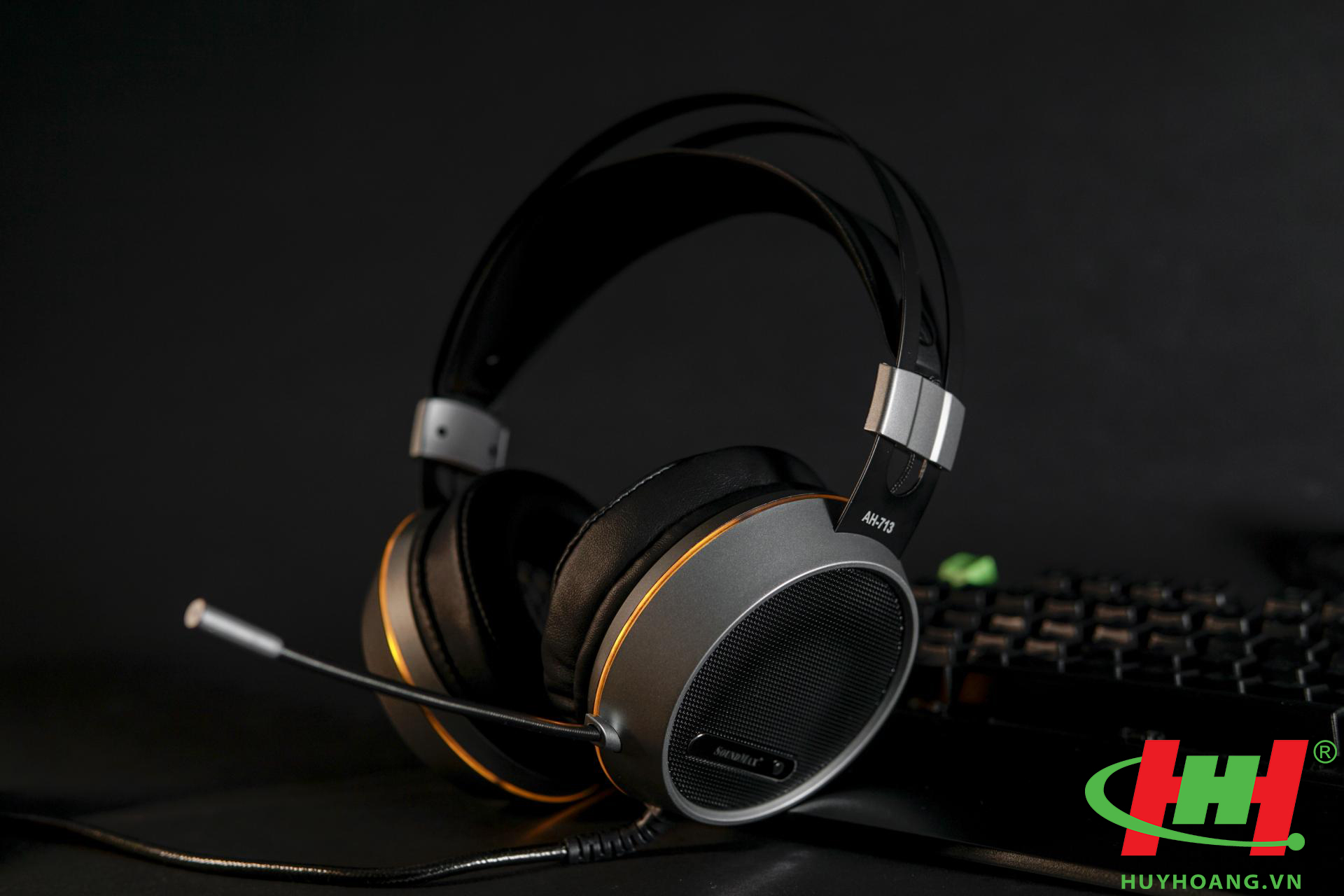 UPLOADS/SOUNDMAX HEADPHONES 3 1